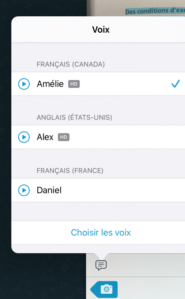Image montrant qu'il faut cliquer sur la bulle de texte pour choisir la voix. Les choix disponibles sont : Amélie (Français Canada), Alex (Anglais États-Unis) et Daniel (Français France)